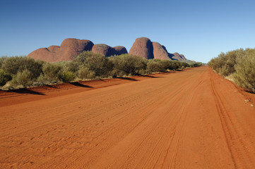 Foto op Canvas Australië Red dirt road in front of Olgas