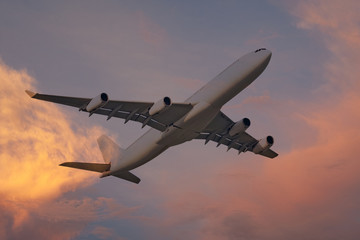 Flugzeug bei Sonnenuntergang, abendrot