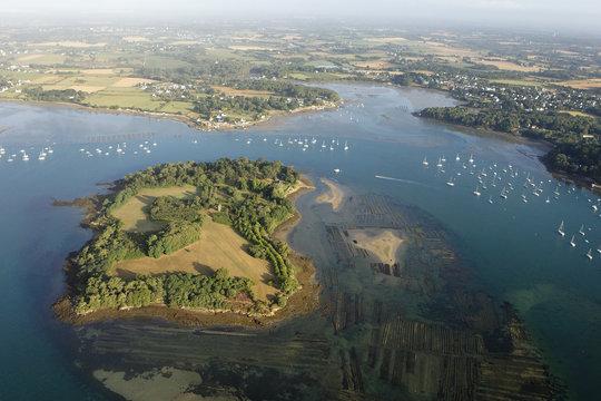 vue aerienne de l'île Irus,  Golfe du Morbihan (56)