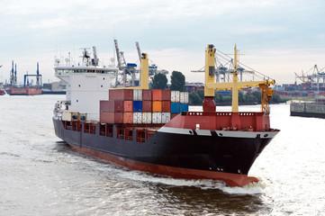Containerschiff Ausfahrt aus Hafen