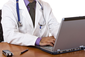 doctor working on laptop - Arzt arbeitet am computer im Büro