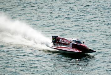 F1 races boats