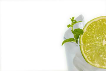 lima natural, frutas y cítricos aislados