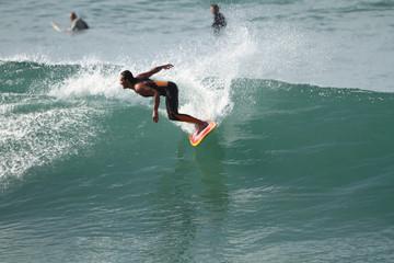équilibre et maîtrise sur la vague