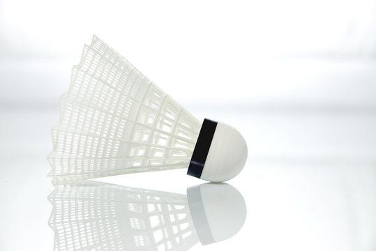 Volant de badminton blanc