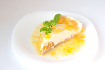 Vanilla cheesecake with peach and sweet sauce