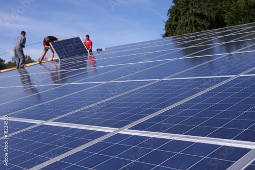 installation de panneaux solaires stock photo and royalty free images on pic