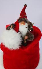 Nikolaus auf knallroter Mütze