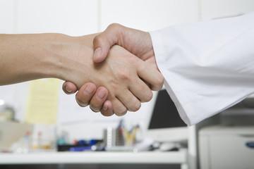 Händeschütteln mit Doktor