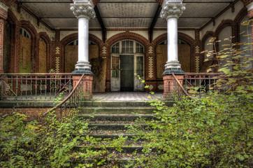 Foto op Canvas Oud Ziekenhuis Beelitz Säulenaufgang