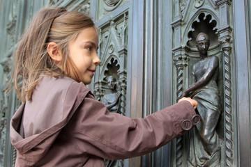 montrer la sculpture de la porte de la cathédrale