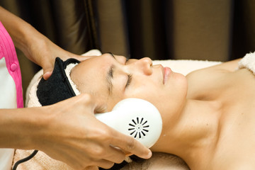 facial treatment with collagen serum