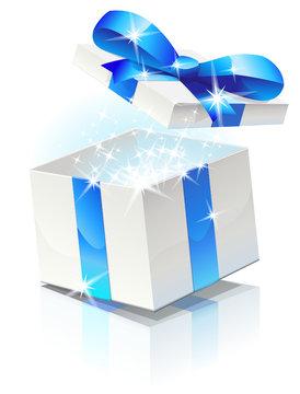 Ouverture d'un cadeau au ruban bleu (reflet)