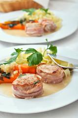 Möhrengemüse mit Schweinefilet und Bandnudeln