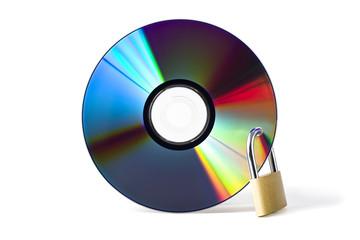 datensicherheit - DVD mit vorhangschloß isoliert