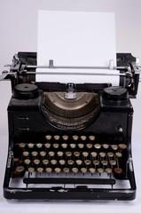 Papier in Schreibmaschine