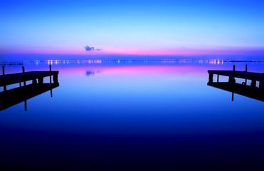 Deurstickers Pier atardecer azul