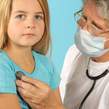 examen enfant stethoscope