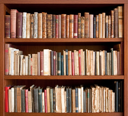 Libri antichi su scaffale