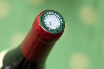 Vin rouge - détail haut de bouteille