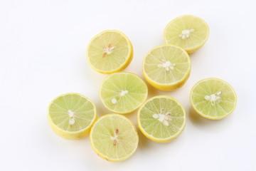 Many half-cut lemons