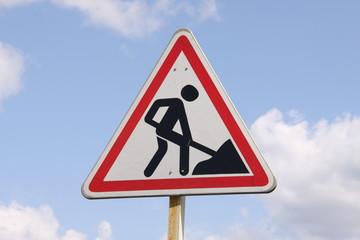 Warnschild an einer Fernstraße Richtung Ural - Russland
