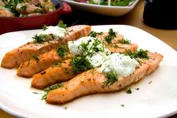 Grilled salmon with cheese and herbs