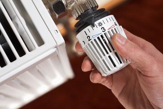 adjusting the radiator thermostat