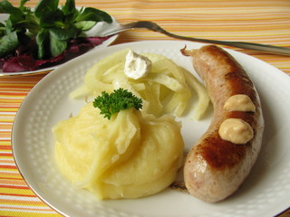 Bratwurst mit Fenchelgemüse und Kartoffelpüree