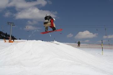 Snowboarder im Funpark