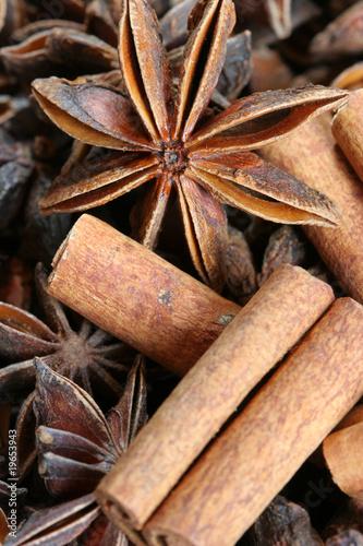 Batons De Cannelle Et Fleur D Anis Etoile Badiane Photo Libre De