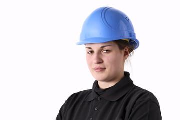 jeune travailleru féminin avec casque de protection