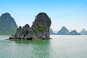 Kalkfelsen in der Halong-Bucht