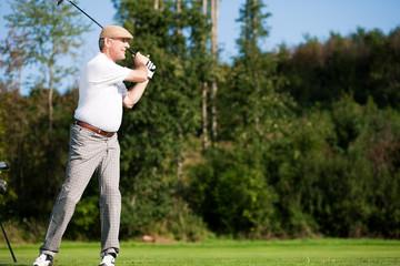 Älterer Golfspieler