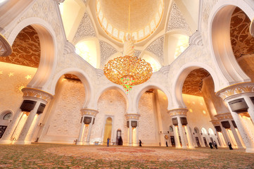 Interior of Sheikh Zayed Mosque in Abu Dhabi 03