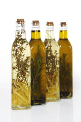 Tymian-Zitronen Essig und Rosmarinöl