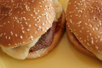 deux hamburgers