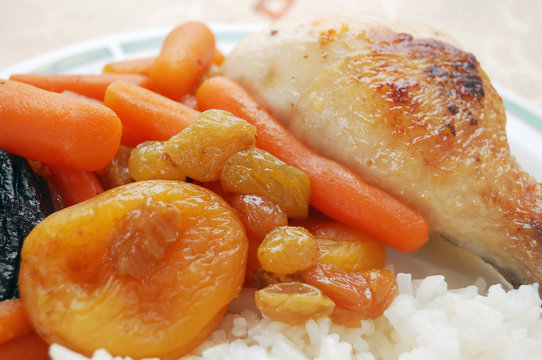 Stewed carrots with dry fruits, rice and chicken