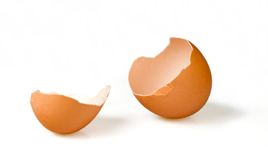 Broken empty egg (clipping path)