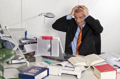 Chaos am schreibtisch stockfotos und lizenzfreie bilder for Schreibtisch chaos