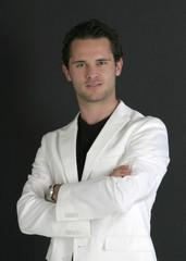 jeune homme à la veste blanche 3