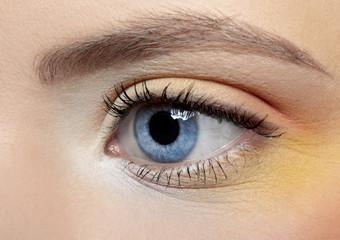 girl's eye zone make-up
