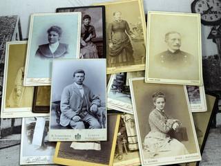 Stapel alter Fotos III