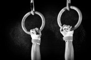 Fototapete - Sicherer Hhalt an den Ringen