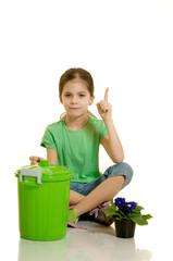 bambina consiglia  di riciclare