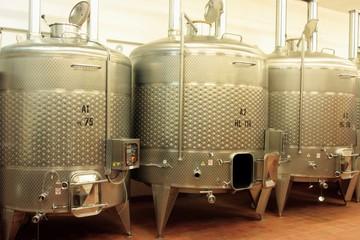 Wall Mural - Edelstahl Tank zur Weinveredelung, Weinkeller, Stahltank