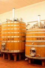 Fototapete - Holzfässer Weinkeller Rotwein Toskana Montalcino Italien