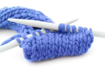blaues Strickzeug freigestellt
