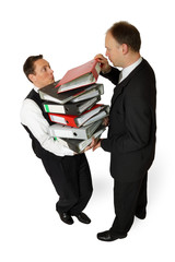 Überlasteter Angestellter bekommt noch mehr Arbeit