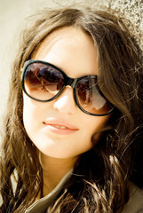 Portrait of a beautiful young woman with sunglasses
